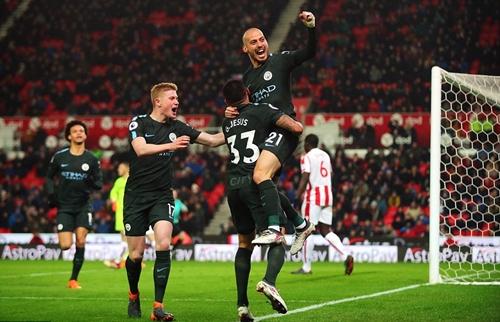 8Live đưa tin David Silva lập cú đúp, Man City cách chức vô địch hai trận thắng